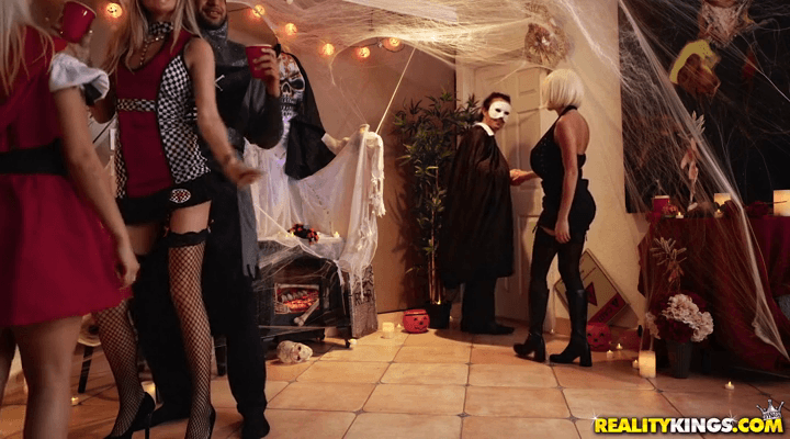 RKPrime – Victoria June Keep Your Mask On