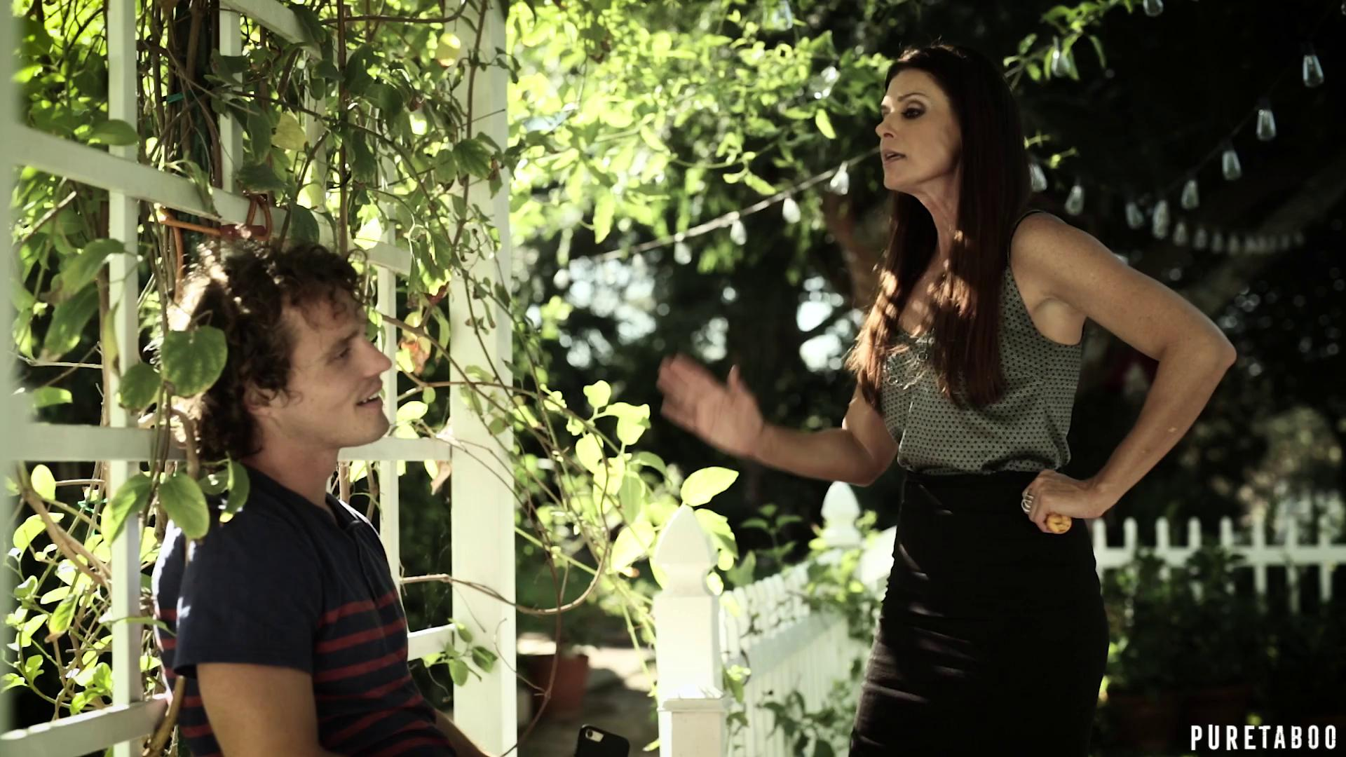India Summer And Whitney Wright – A Mothers Choice
