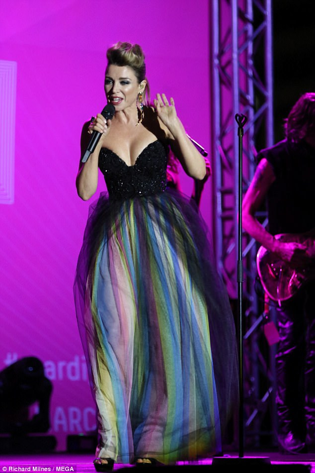 55891147_45f979d000000578-5046737-doing_it_for_love_on_friday_dannii_minogue_took_to_the_.jpg