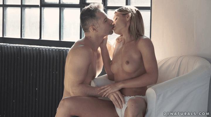 21Naturals: Pleasure Weekend – Lara West