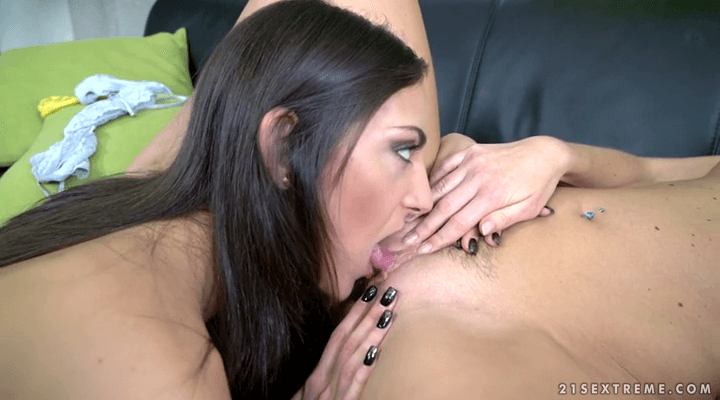 TeachMeFisting  – Vinna Reed , Miki Torrez  – Beauty And Her Fist